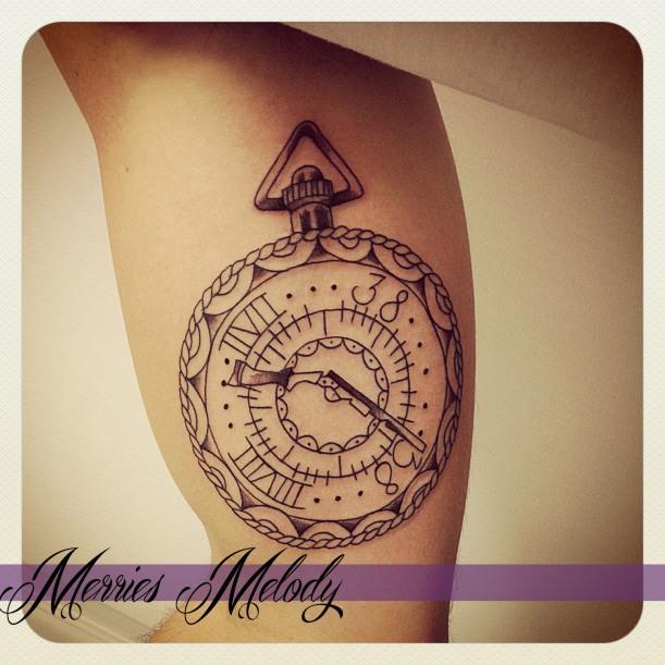 horloge bras fusil tattoo